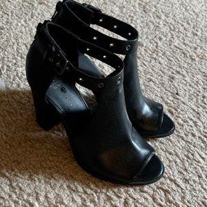 Simply Vera Wang heels size 7.5